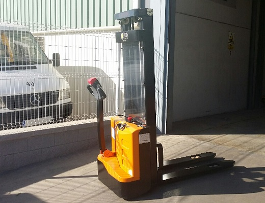 Apilador eléctrico 1200 kg.