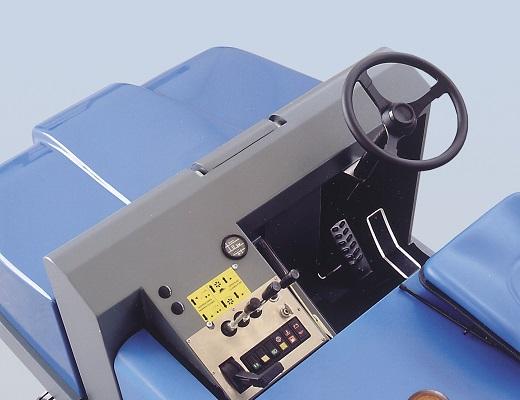 Barredora diesel conductor sentado PB120 DY