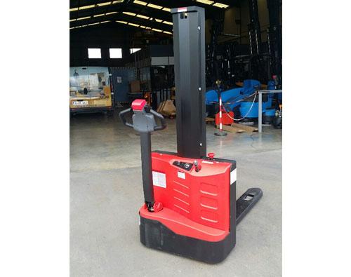 Apilador eléctrico, capacidad 1000 kg, 1,60 M.